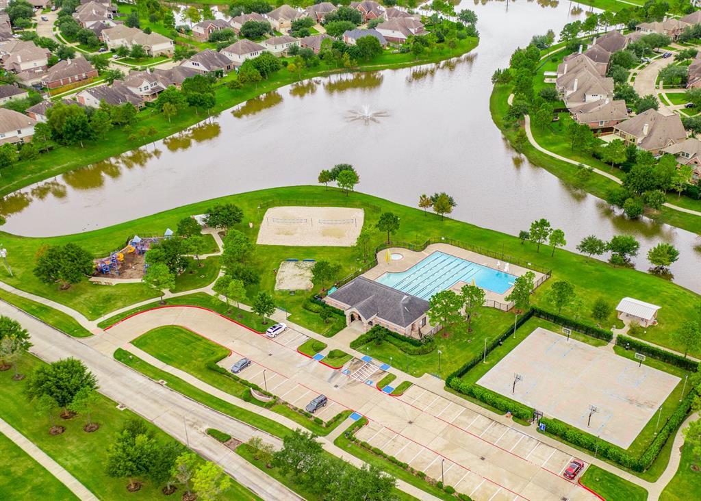Pending   2101 Balsam Lake Lane Pearland, Texas 77584 35