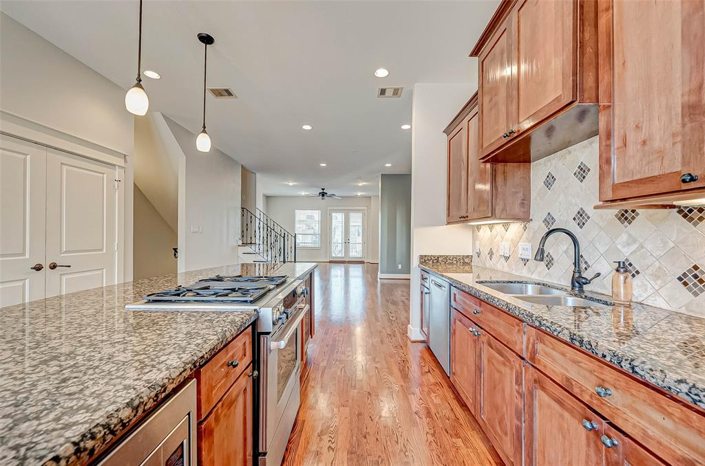Option Pending | 1714 Dunlavy Street Houston, Texas 77006 23
