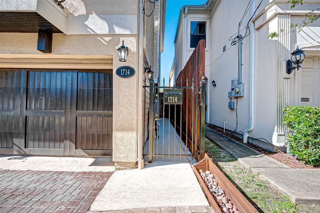Option Pending | 1714 Dunlavy Street Houston, Texas 77006 3