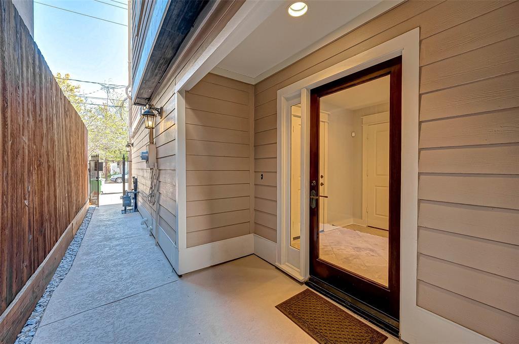 Option Pending | 1714 Dunlavy Street Houston, Texas 77006 4