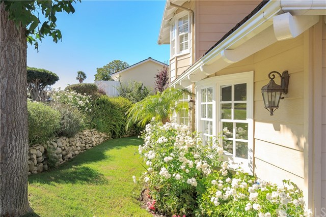 Pending | 4405 Via Azalea Palos Verdes Estates, CA 90274 2