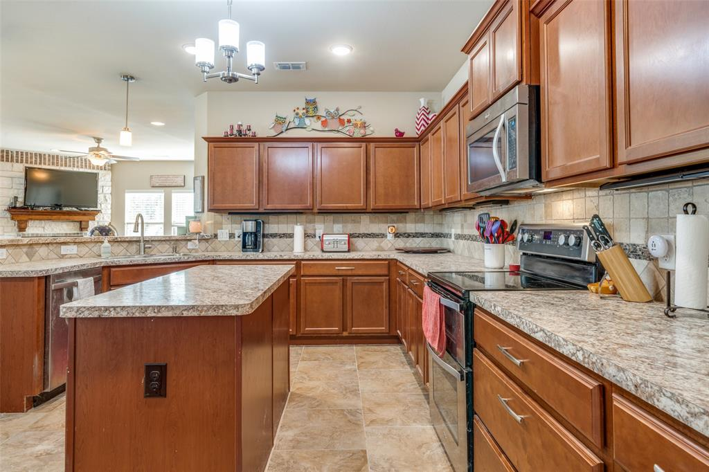 Sold Property | 2810 W 18th Street Irving, Texas 75060 7