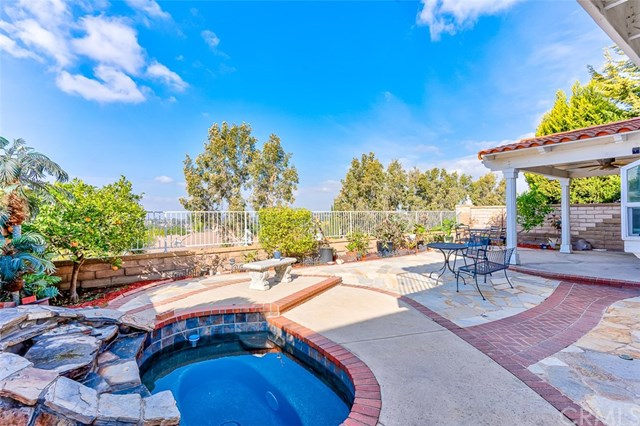 Active Under Contract | 26271 Ganiza Mission Viejo, CA 92692 3