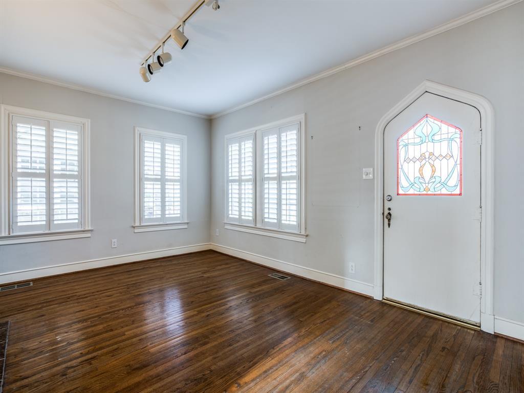 Sold Property | 1023 Sarasota Circle Dallas, Texas 75223 2