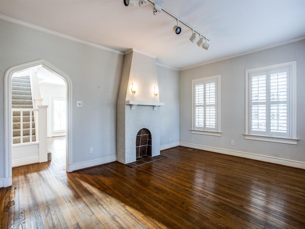 Sold Property | 1023 Sarasota Circle Dallas, Texas 75223 3