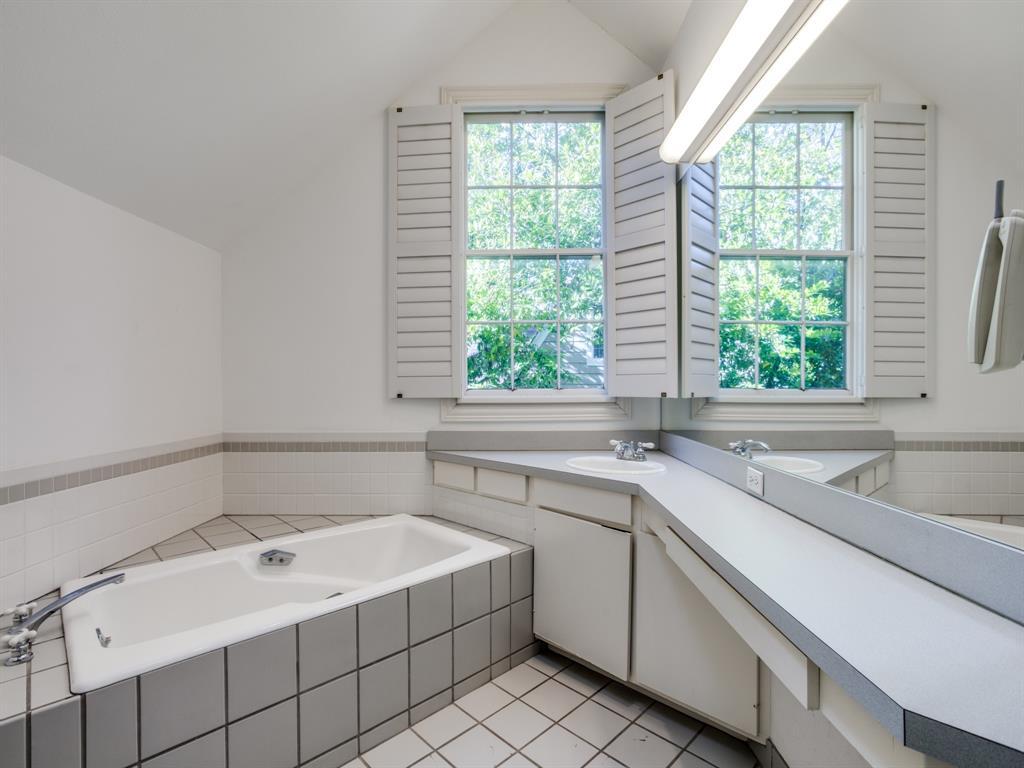 Sold Property | 1023 Sarasota Circle Dallas, Texas 75223 7