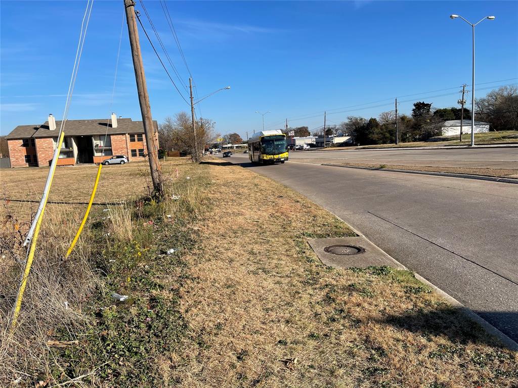 Active   4219 W Ledbetter  Drive Dallas, TX 75233 2