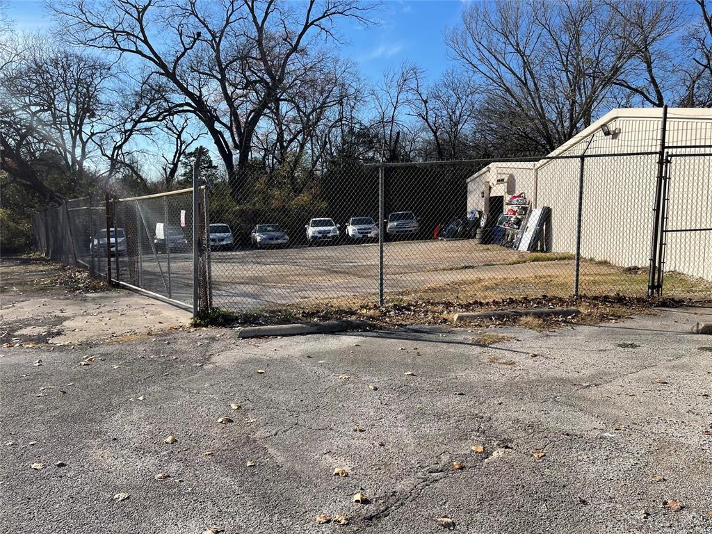 Active | 2711 Coombs Creek  Drive Dallas, TX 75211 13