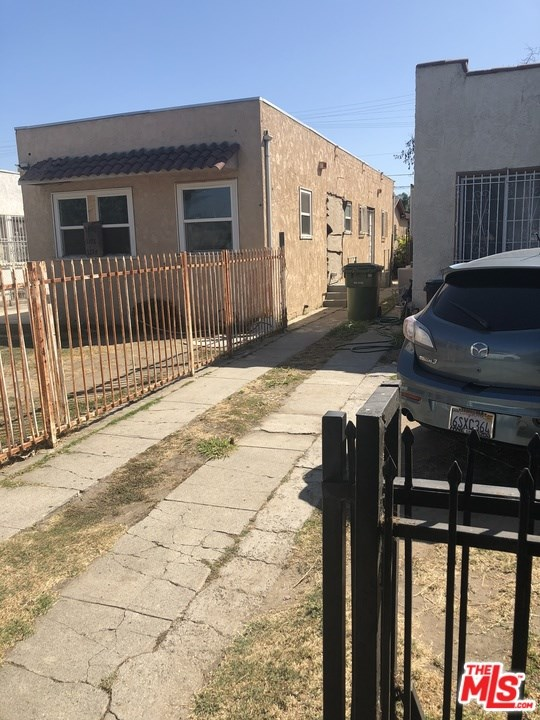 Active Under Contract | 1774 W 37Th Drive Los Angeles, CA 90018 8