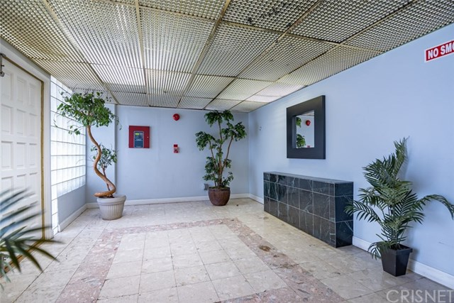 Active Under Contract | 11044 Acama Street #109 Studio City, CA 91602 18
