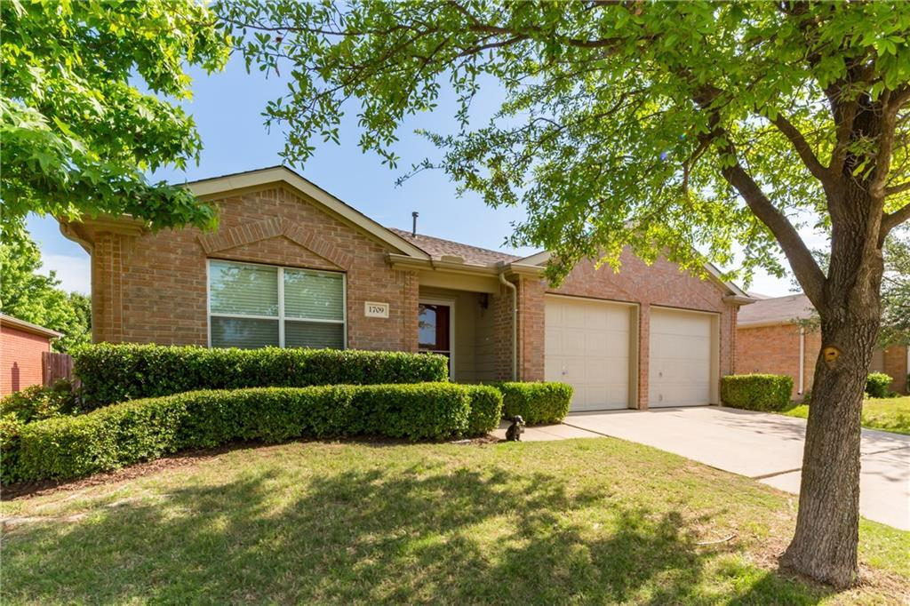 Sold Property | 1709 Two Hawks Drive Fort Worth, Texas 76131 2