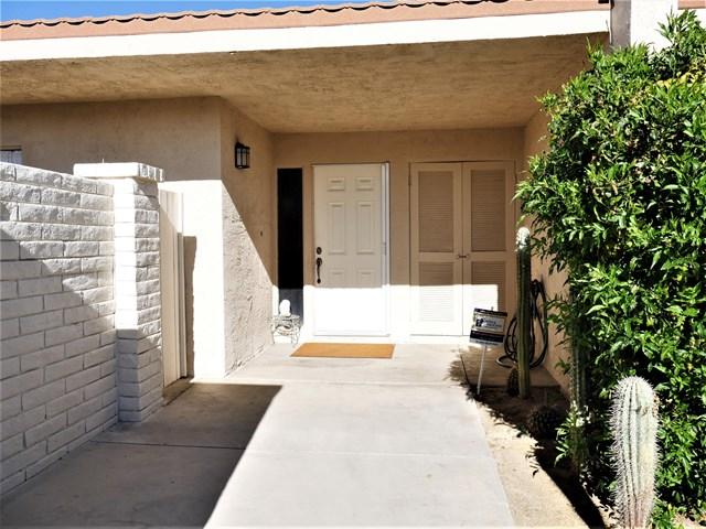 Active Under Contract   80070 Palm Circle  Drive La Quinta, CA 92253 27