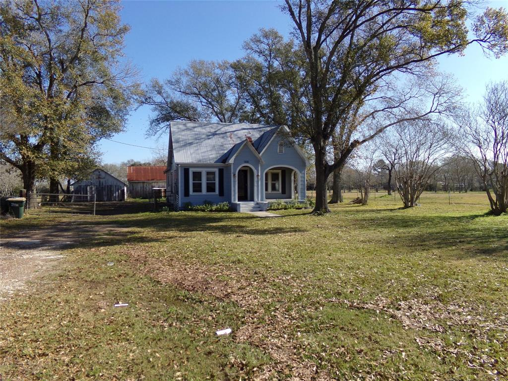 Rustic Home on Acreage for Lease in Sealy | 1108 Silliman Street Sealy, Texas 77474 2