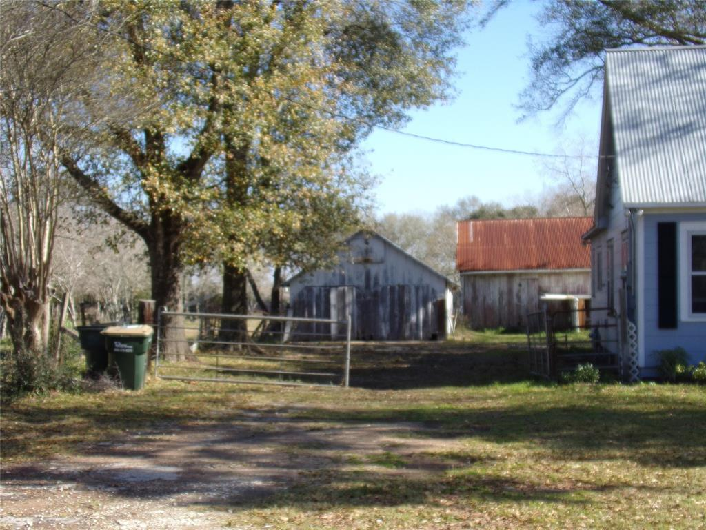 Rustic Home on Acreage for Lease in Sealy | 1108 Silliman Street Sealy, Texas 77474 4