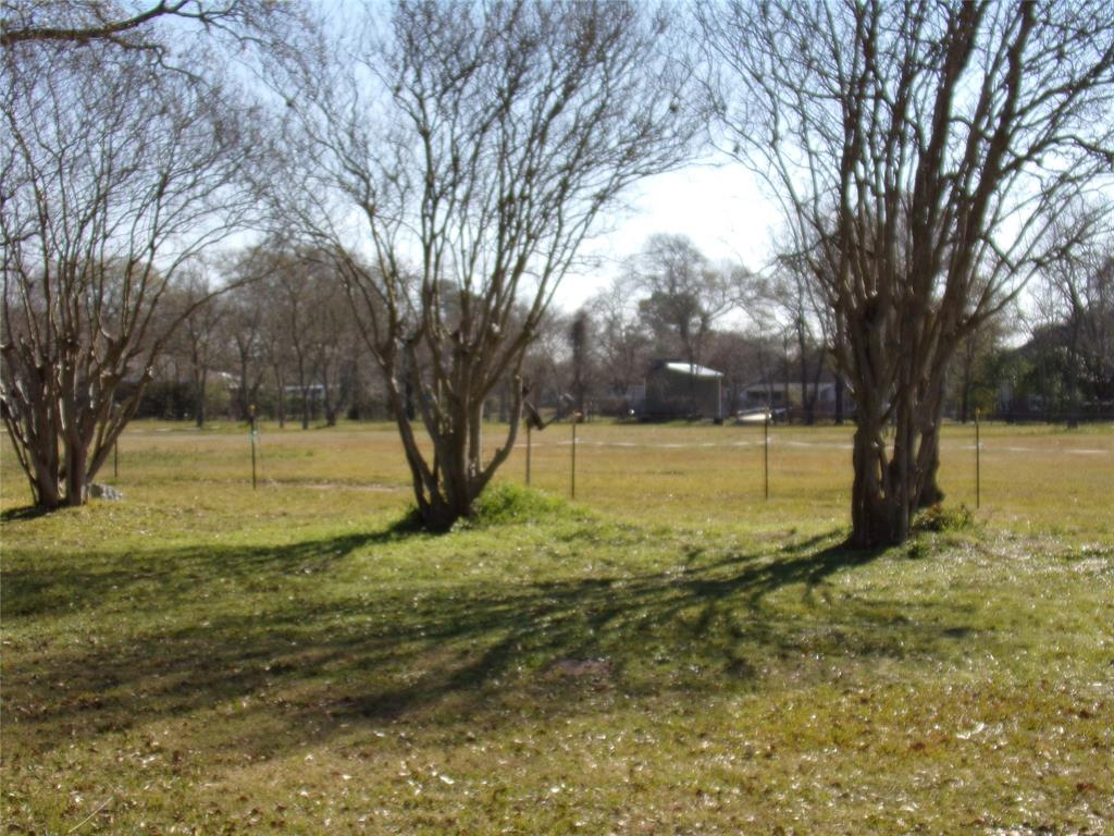Rustic Home on Acreage for Lease in Sealy | 1108 Silliman Street Sealy, Texas 77474 5