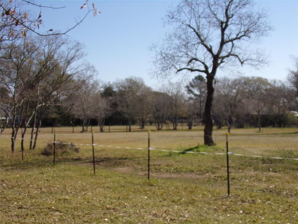 Rustic Home on Acreage for Lease in Sealy | 1108 Silliman Street Sealy, Texas 77474 6