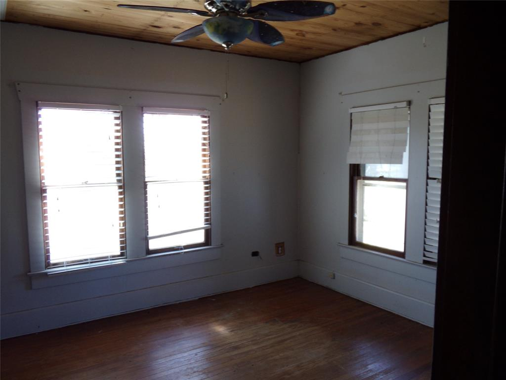 Rustic Home on Acreage for Lease in Sealy | 1108 Silliman Street Sealy, Texas 77474 8