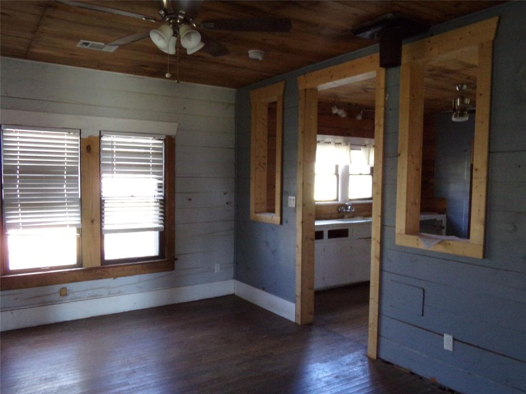 Rustic Home on Acreage for Lease in Sealy | 1108 Silliman Street Sealy, Texas 77474 10