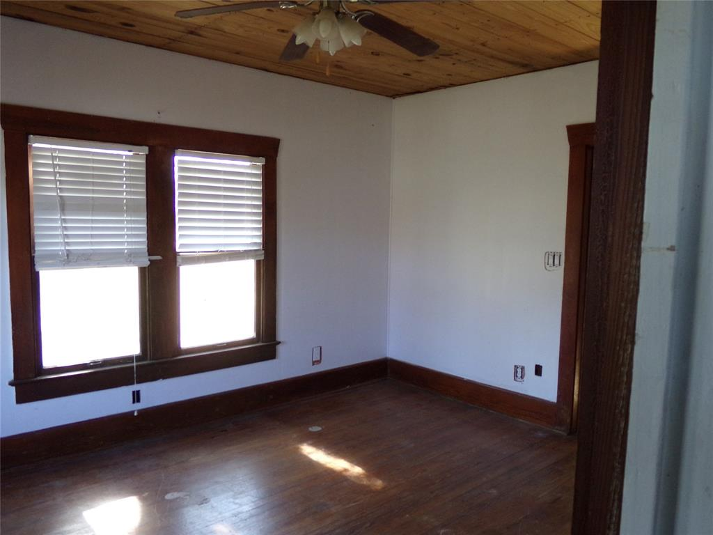 Rustic Home on Acreage for Lease in Sealy | 1108 Silliman Street Sealy, Texas 77474 11