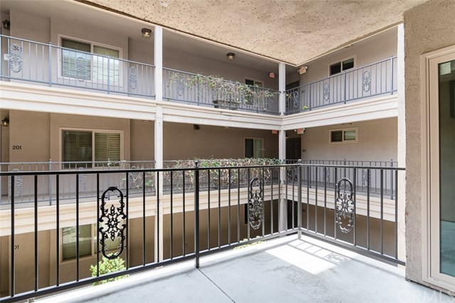 Closed | 439 N Doheny  Drive #204 Beverly Hills, CA 90210 40