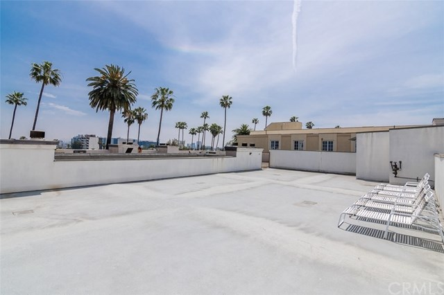 Closed | 439 N Doheny  Drive #204 Beverly Hills, CA 90210 81