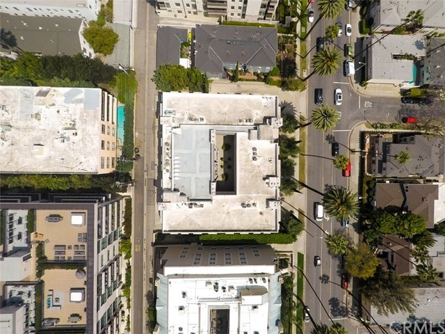 Closed | 439 N Doheny  Drive #204 Beverly Hills, CA 90210 93