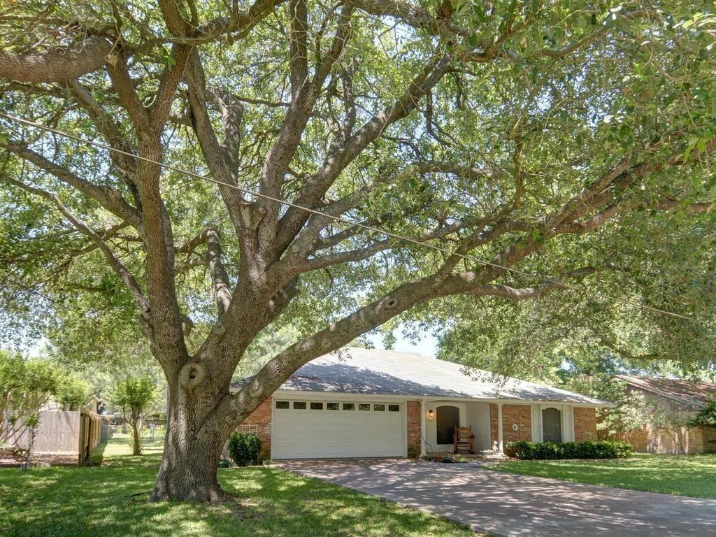 Sold Property | 1407 NE 9th Street Smithville, TX 78957 1