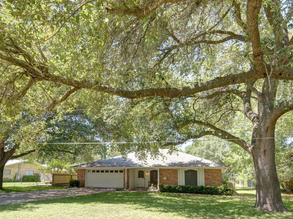 Sold Property | 1407 NE 9th Street Smithville, TX 78957 2