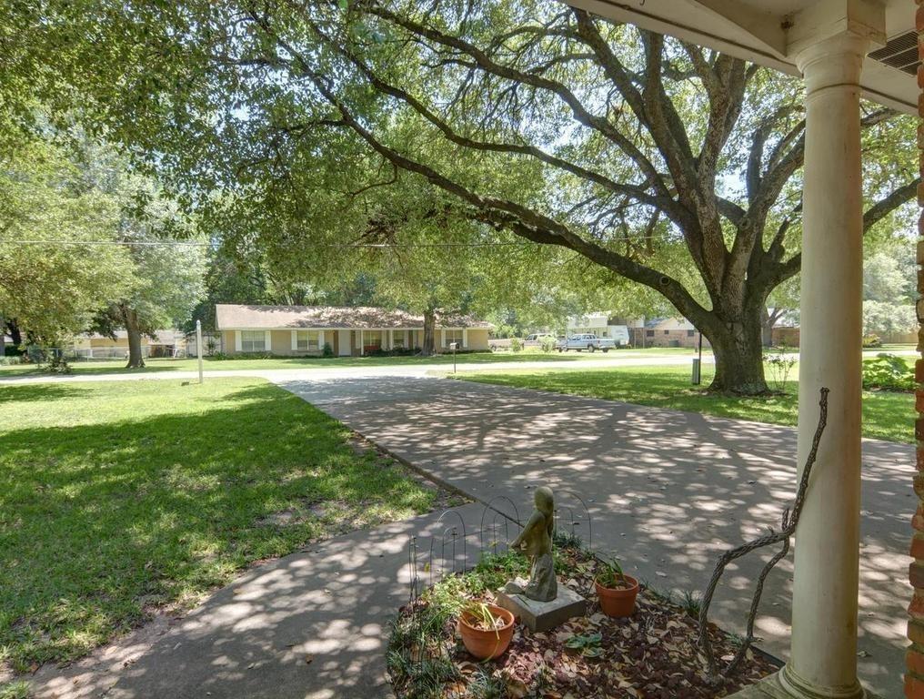 Sold Property | 1407 NE 9th Street Smithville, TX 78957 4