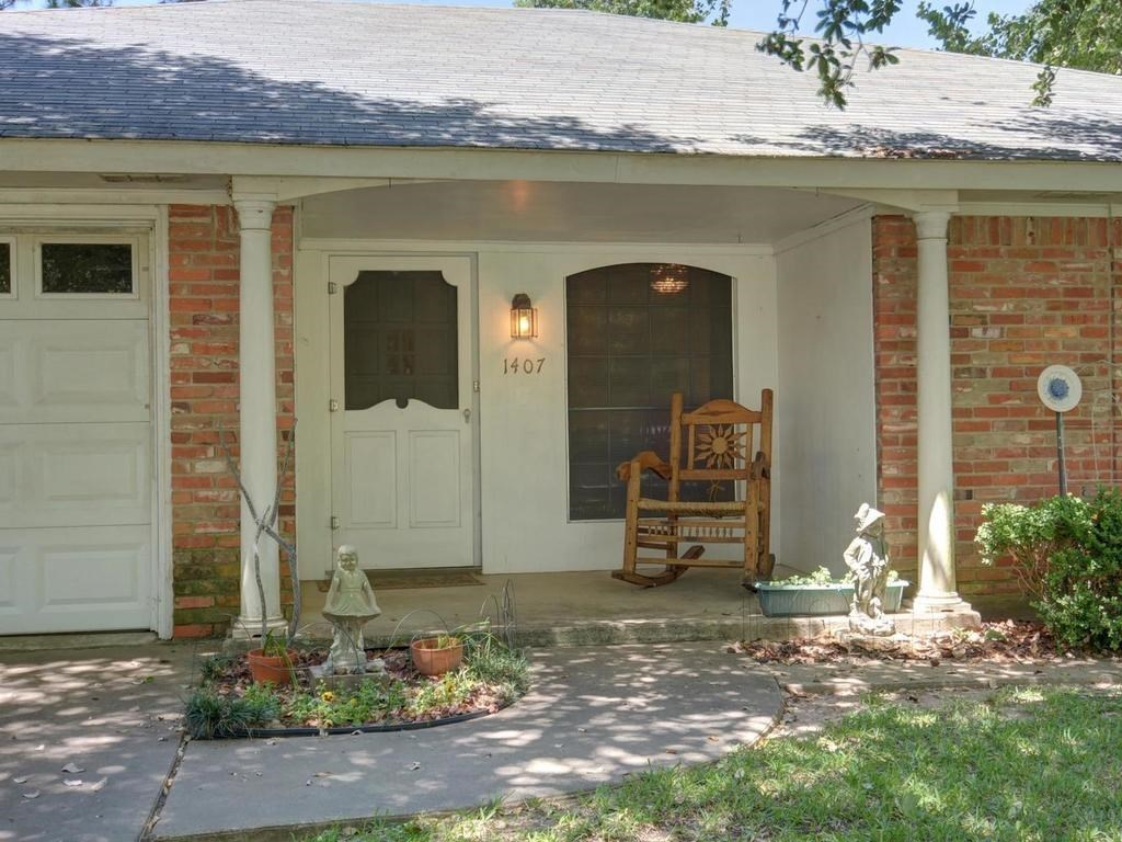 Sold Property | 1407 NE 9th Street Smithville, TX 78957 6