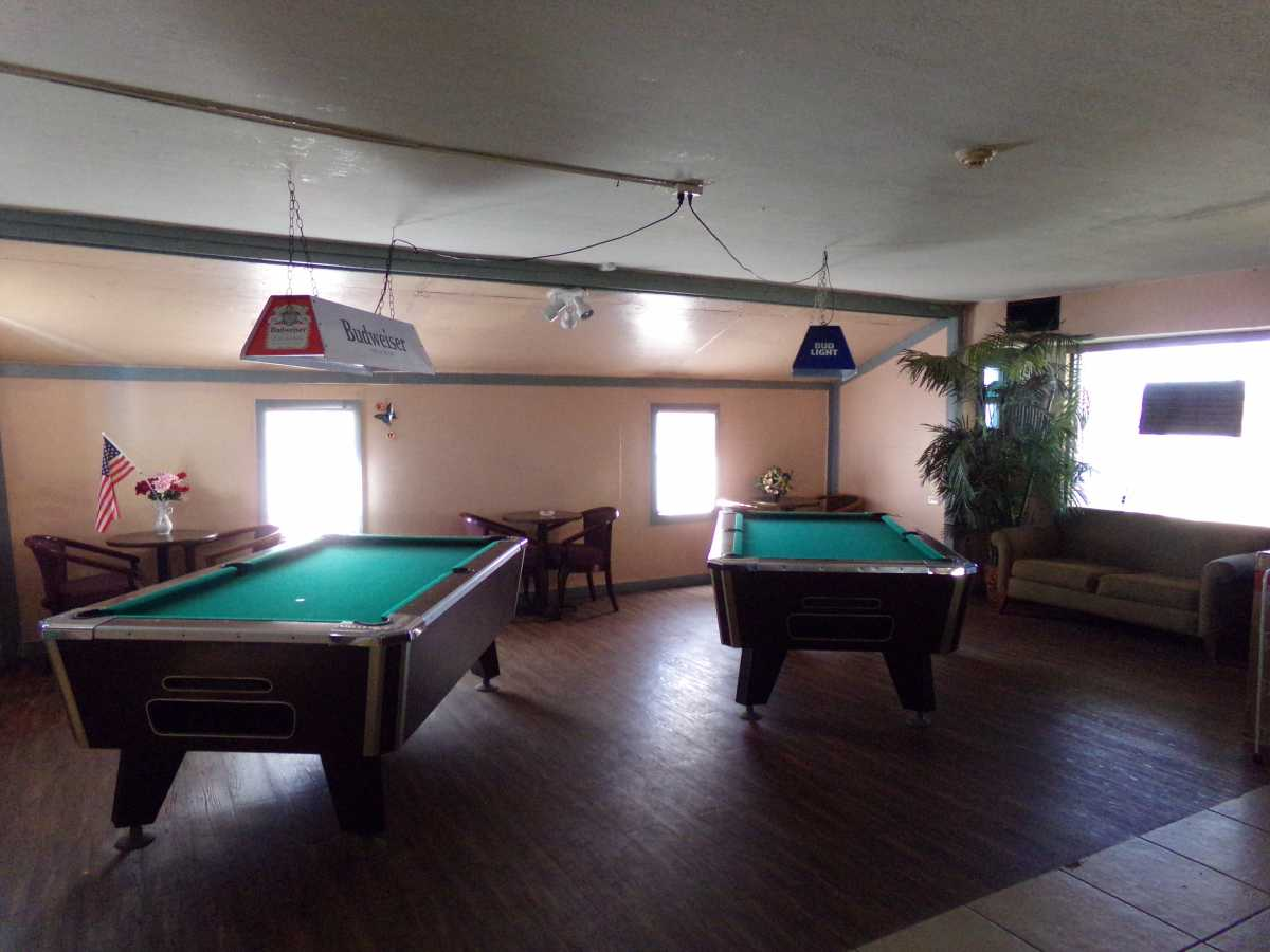 Hotel Bar/Lounge available for lease in Sealy, TX | 2107 Hwy 36 S Sealy, TX 77474 2