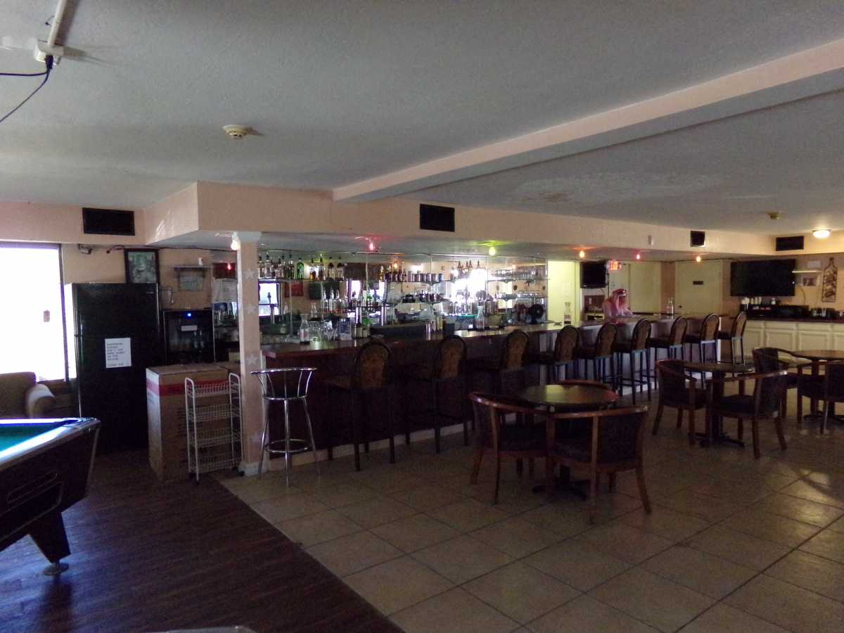 Hotel Bar/Lounge available for lease in Sealy, TX | 2107 Hwy 36 S Sealy, TX 77474 3