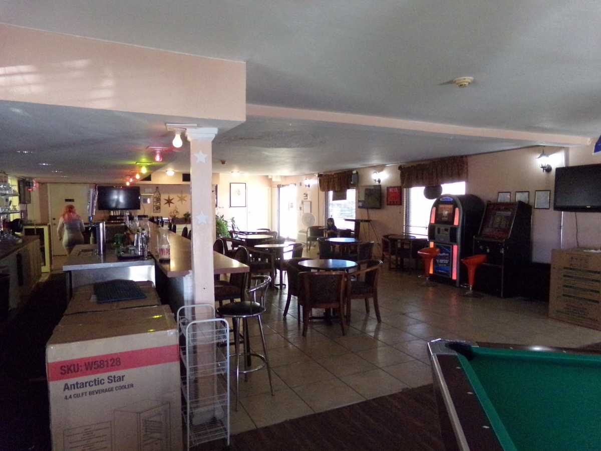 Hotel Bar/Lounge available for lease in Sealy, TX | 2107 Hwy 36 S Sealy, TX 77474 4