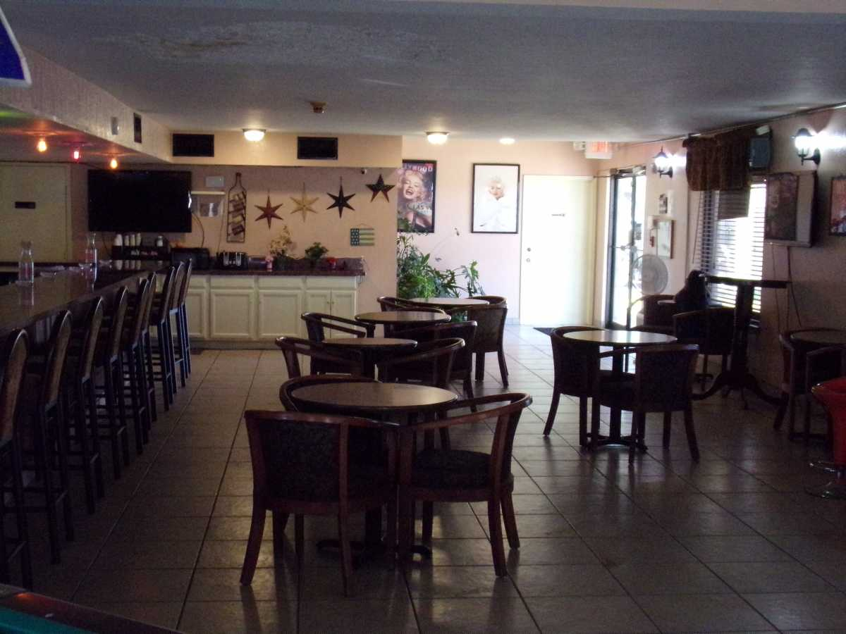 Hotel Bar/Lounge available for lease in Sealy, TX | 2107 Hwy 36 S Sealy, TX 77474 7
