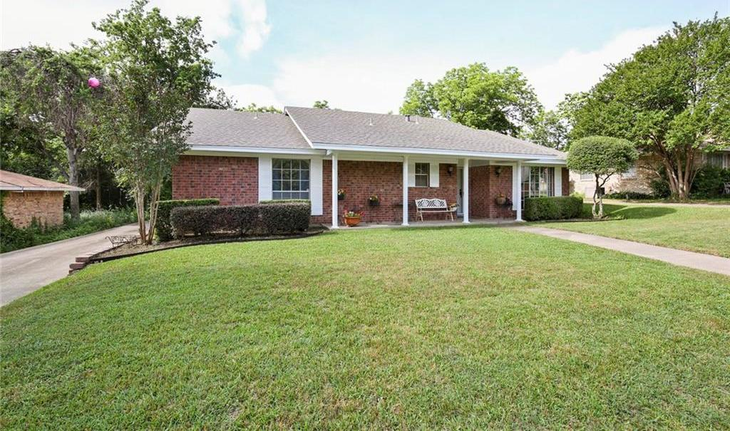Sold Property   805 E Coral Way Grand Prairie, Texas 75051 2