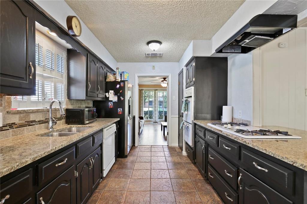 Sold Property   805 E Coral Way Grand Prairie, Texas 75051 11