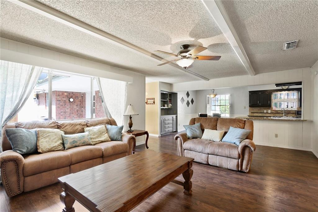 Sold Property   805 E Coral Way Grand Prairie, Texas 75051 17