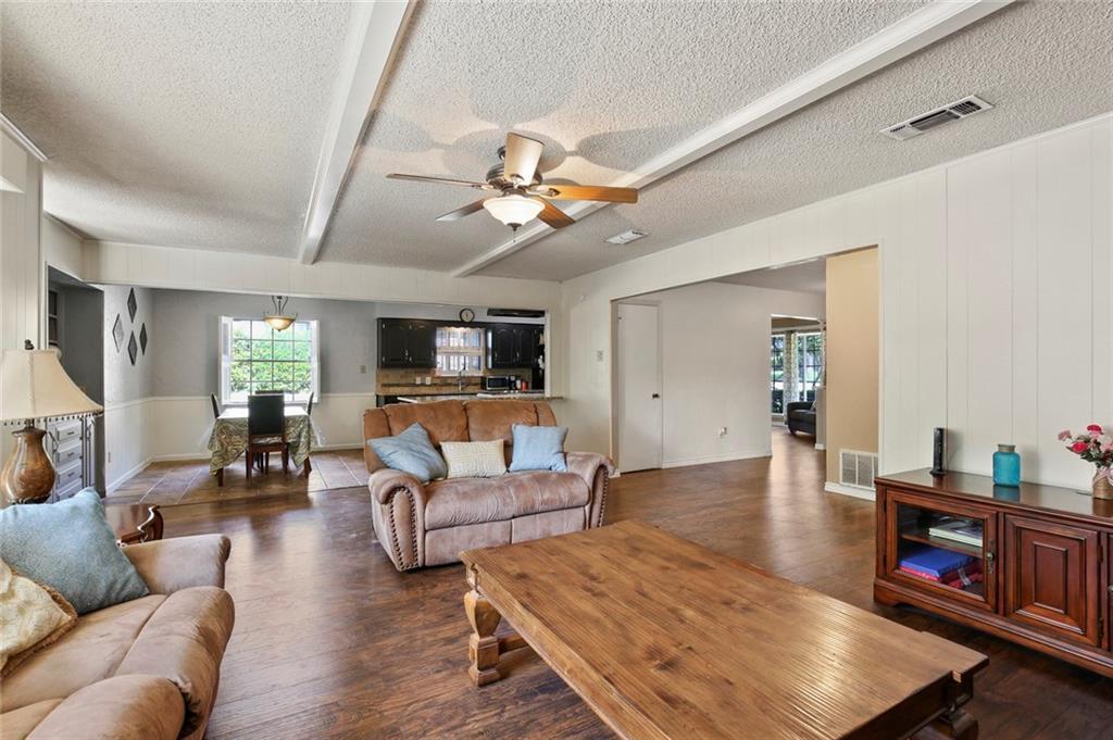 Sold Property   805 E Coral Way Grand Prairie, Texas 75051 18