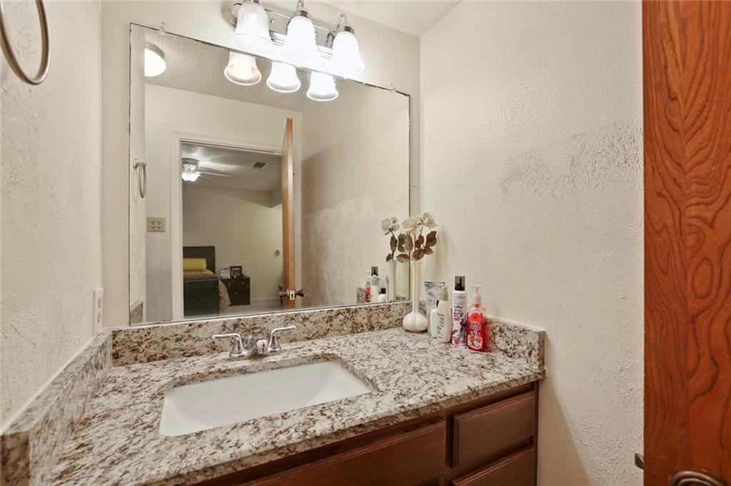 Sold Property   805 E Coral Way Grand Prairie, Texas 75051 24
