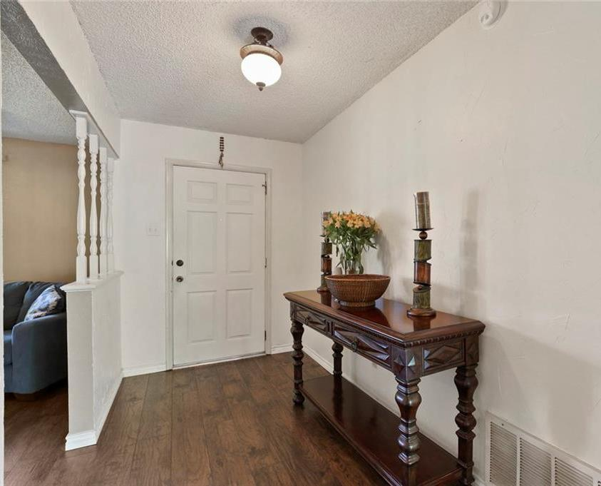 Sold Property   805 E Coral Way Grand Prairie, Texas 75051 7
