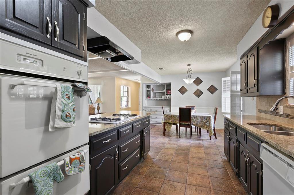 Sold Property   805 E Coral Way Grand Prairie, Texas 75051 8