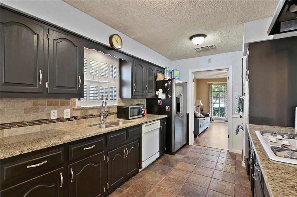 Sold Property   805 E Coral Way Grand Prairie, Texas 75051 10