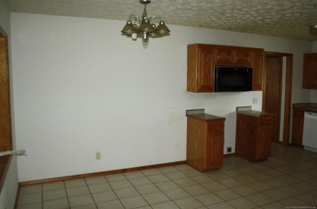 Off Market   201 Quail Drive Pryor, Oklahoma 74361 4