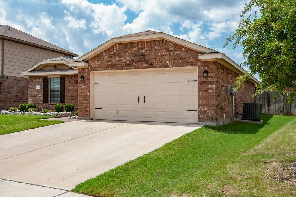 Sold Property | 4321 Mantis Street Fort Worth, Texas 76106 3