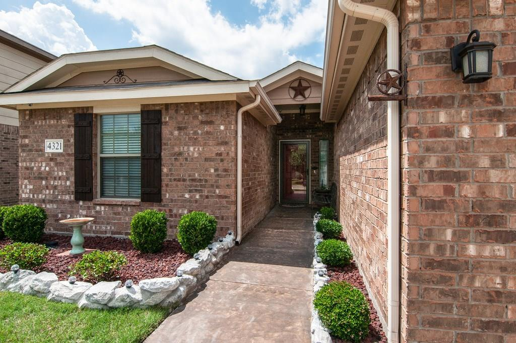 Sold Property | 4321 Mantis Street Fort Worth, Texas 76106 4