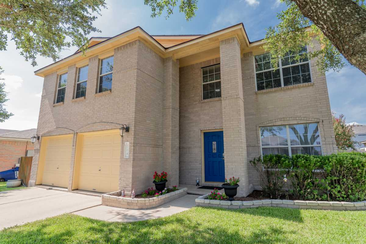 Austin Metro Hutto Home for Sale | 204 Peaceful Haven Way Hutto, TX 78634 2