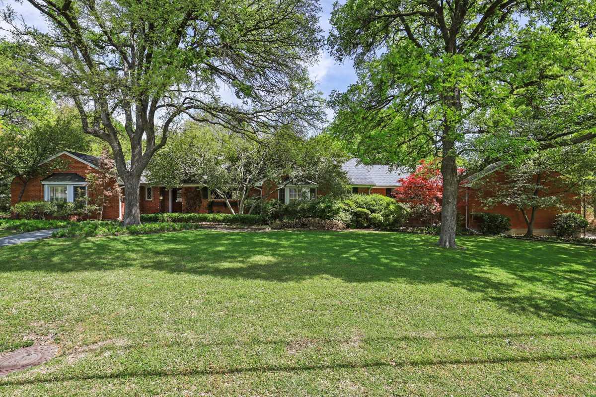 Dallas Real Estate | 14048 Brookridge Drive Dallas, TX 75240 4