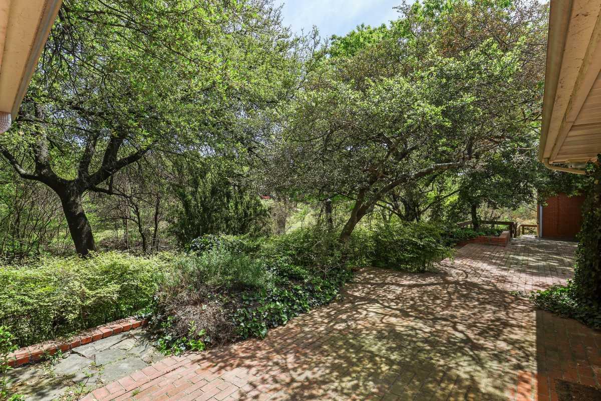 Dallas Real Estate | 14048 Brookridge Drive Dallas, TX 75240 11