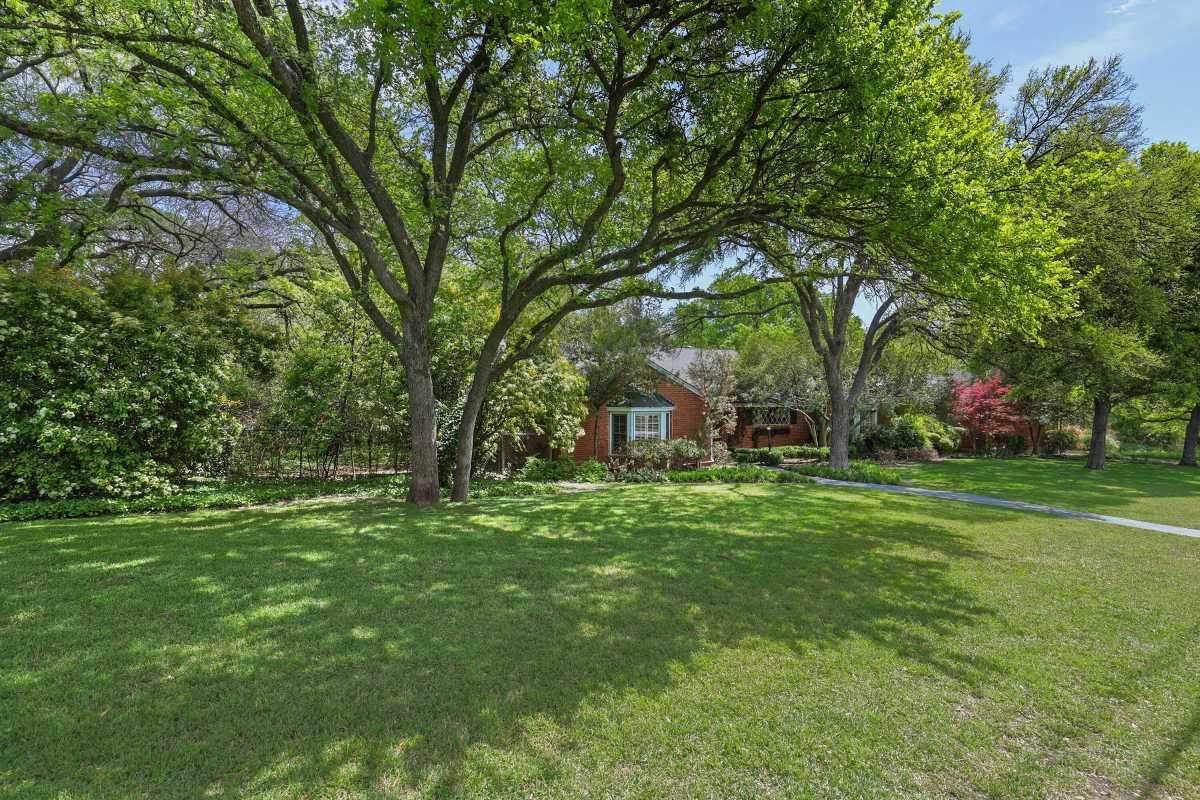 Dallas Real Estate | 14048 Brookridge Drive Dallas, TX 75240 7