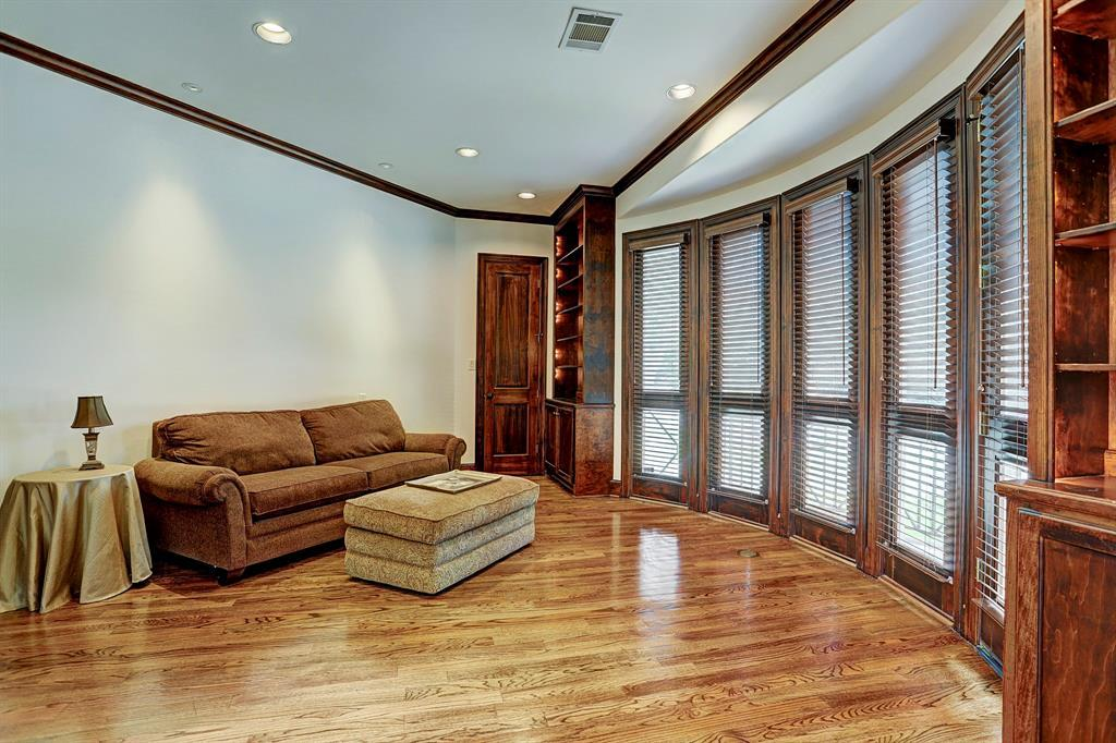 Active | 4414 Breakwood Drive Houston, Texas 77096 8